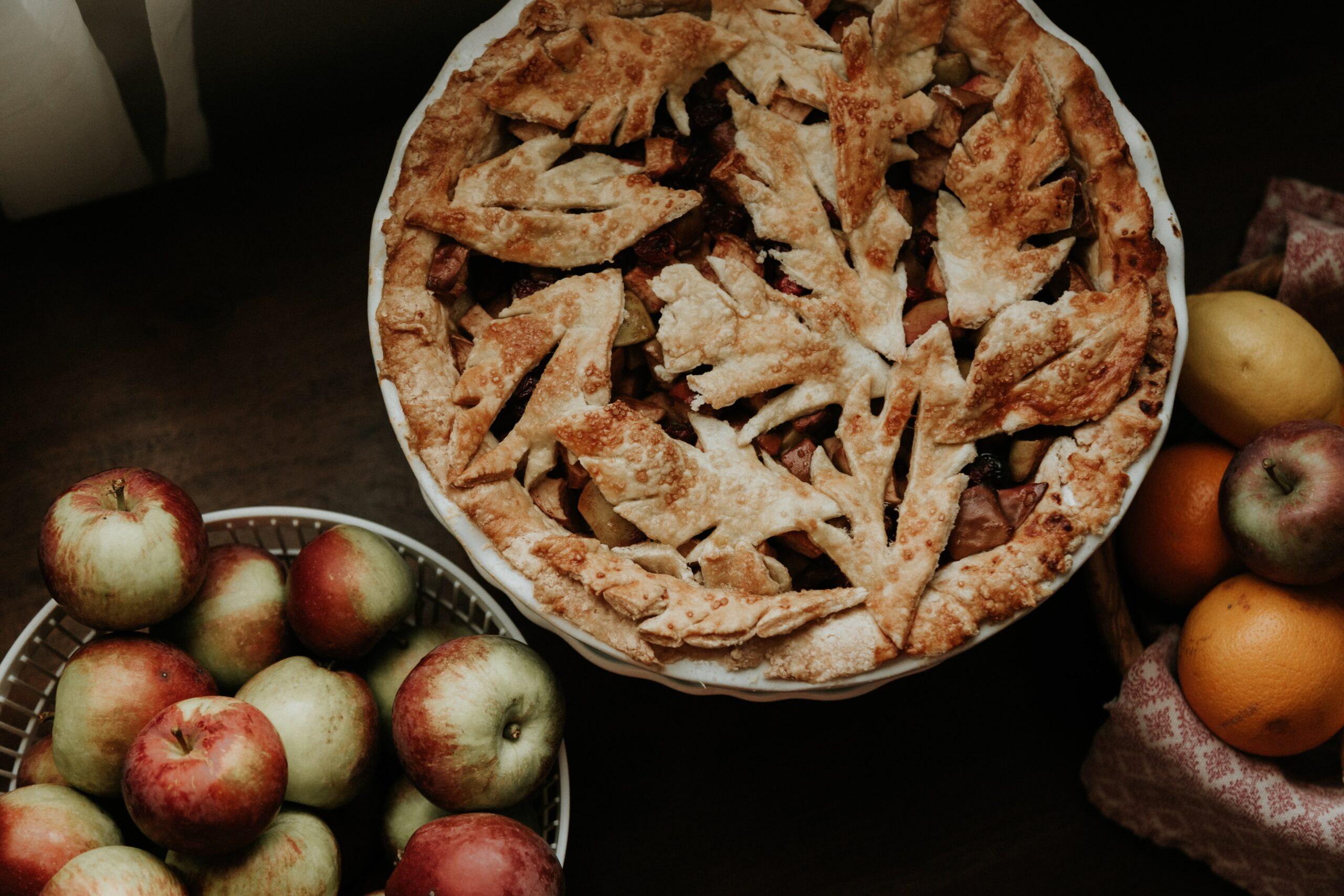 apple pie and bowl of apples